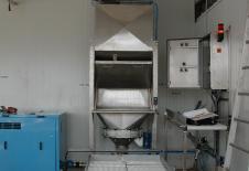 Trémie vide sacs avec filtre de dépoussièrage intégré