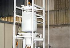 Station de vidange de big-bag avec palan électrique et transport pneumatique